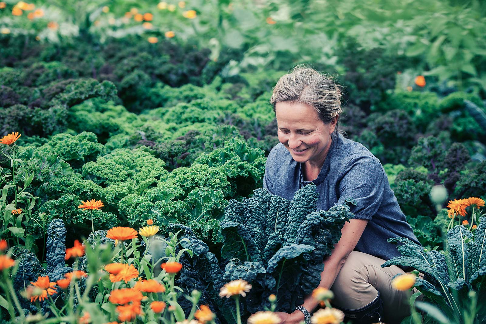 Hovelsrud Gård - Marianne i hagen